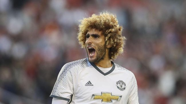 Mantan Pemain MU Fellaini Positif Virus Corona